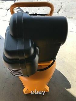 DeWalt D55168 1.6 Hp 225Psi 15Gallon Oil Free Vertical Portable Compressor LN
